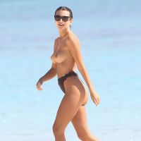 Emily Ratajkowski - Topless in Cancun