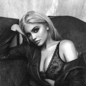 Kylie Jenner - In Lingerie (Instagram)