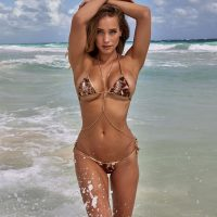 Hannah Davis - Sports Illustrated Swimsuit 2017