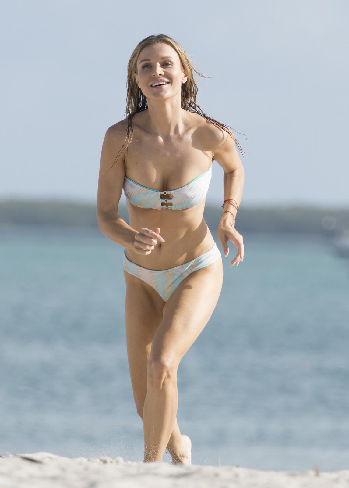 Joanna Krupa - In a bikini (Miami)