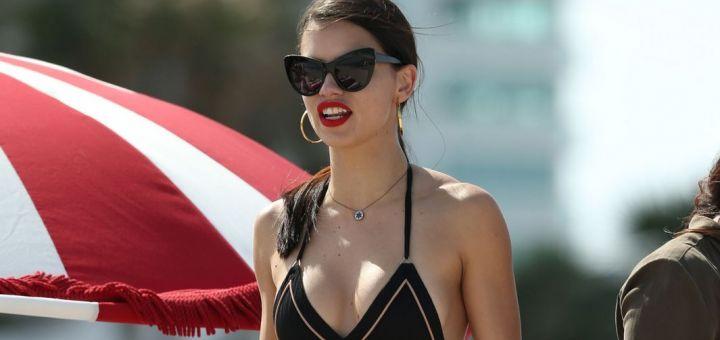 Adriana Lima - In a bikini (Miami)