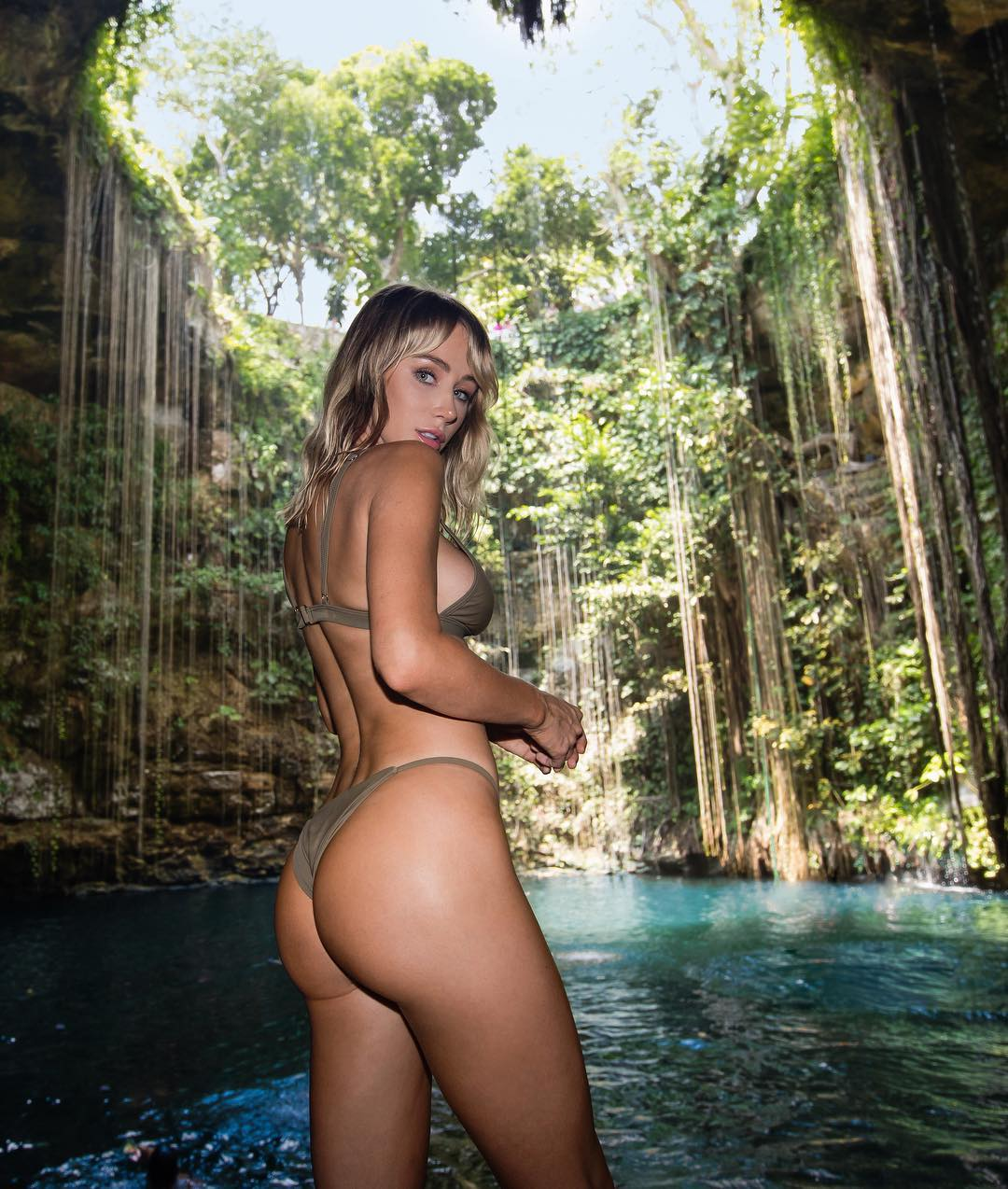 Sara Jean Underwood – Instagram