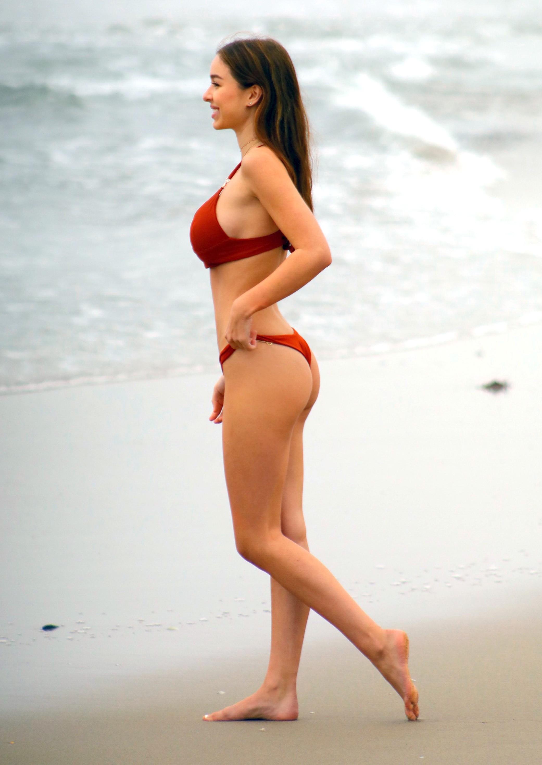 Sophie Mudd - In a bikini (Malibu)
