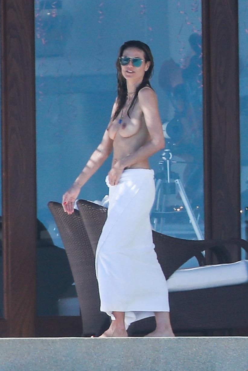 Heidi Klum - Topless in Mexico