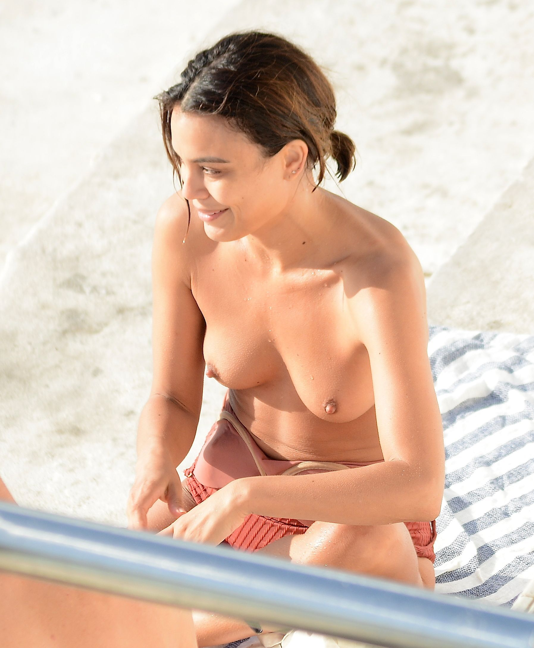 Nathalie Kelley - Topless in Australia
