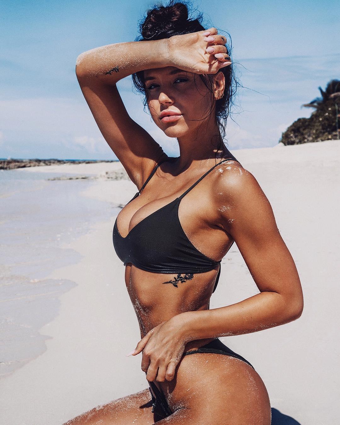 Alexis Ren – Instagram